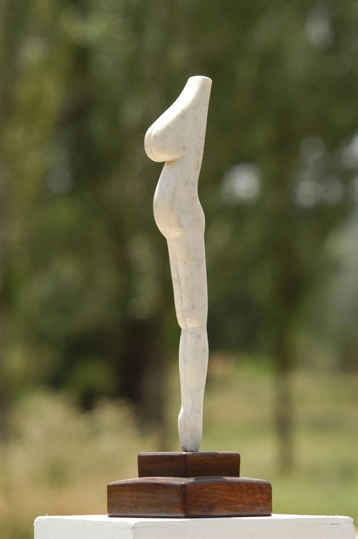 Perfil. Esculpido en mármol.