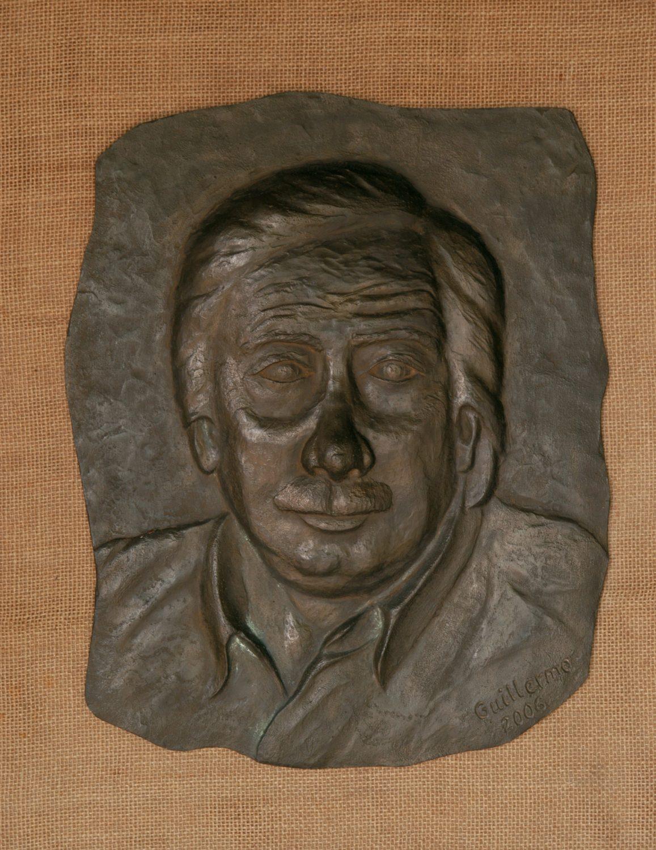 Retrato realizado en resina de poliester.